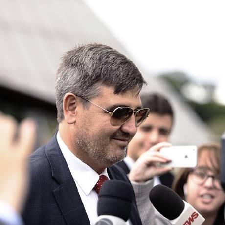 O diretor-geral da Polícia Federal, Fernando Segovia, na saída de evento Foto: Jorge William / Agência O Globo