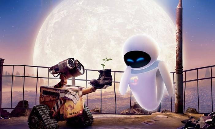 """O antigo robô """"lixeiro"""" Wall-E e a sofisticada EVE, protagonistas do filme de animação """"Wall-E"""" Foto: Reprodução"""