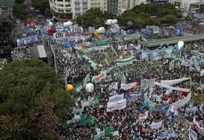 Milhares protestam contra medidas de austeridade em Buenos Aires Foto: Victor R. Caivano / AP