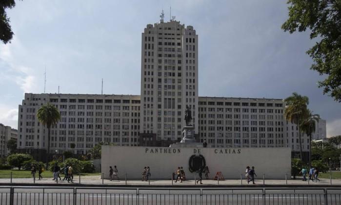 PF mostra que dinheiro desviado da Petrobras bancou propinas da Odebrecht