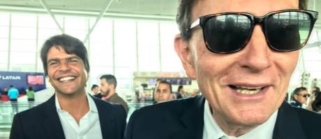 Crivella encontra o deputado Pedro Paulo (PMDB-RJ) em aeroporto Foto: Bernardo Mello Franco