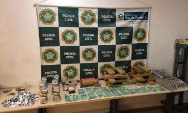 Foram apreendidos 50 quilos de maconha e 780 sacolés de cocaína Foto: Divulgação / Polícia Civil