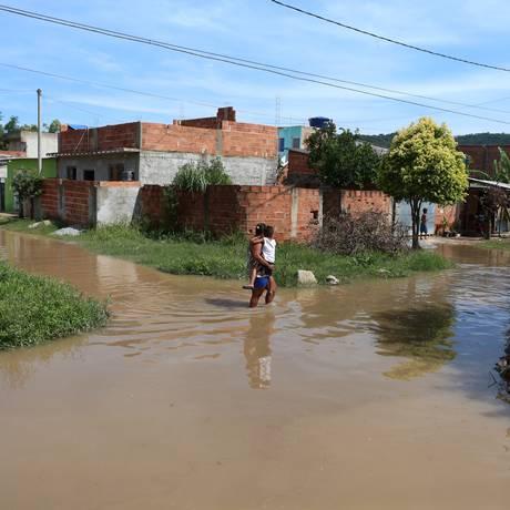Bairro Jardim Maravilha mais uma vez sofre com a chuva Foto: Fabiano Rocha / Agência O Globo