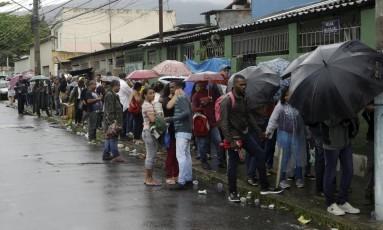 Fila de emprego no Rio Foto: Gabriel de Paiva / Agência O Globo