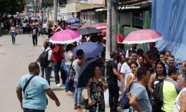 Desempregados fazem fila para se candidatar a uma vaga em Realengo, no Rio. Foto: Marcos de Paula / 20-2-2018 Foto: MARCOS DE PAULA / Agência O Globo