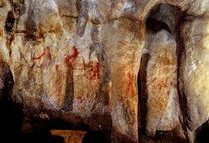 Pintura criada por neandertais nas paredes da Caverna de La Pasiega, na Espanha Foto: Univeristy of Southampton / REUTERS