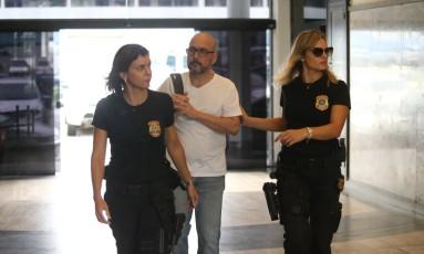 Orlando Diniz, presidente da Fecomércio chegando na Policia Federal Foto: Fabiano Rocha / Fabiano Rocha