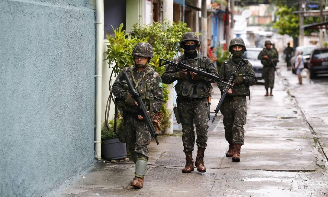 Operação da Forças de Segurança na Vila Kennedy, na Zona Oeste do Rio Foto: Pablo Jacob / Agência O Globo