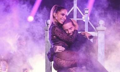 Anitta e J Balvin em apresentação na 30ª edição do prêmio Lo Nuestro, em Miami Foto: Reprodução