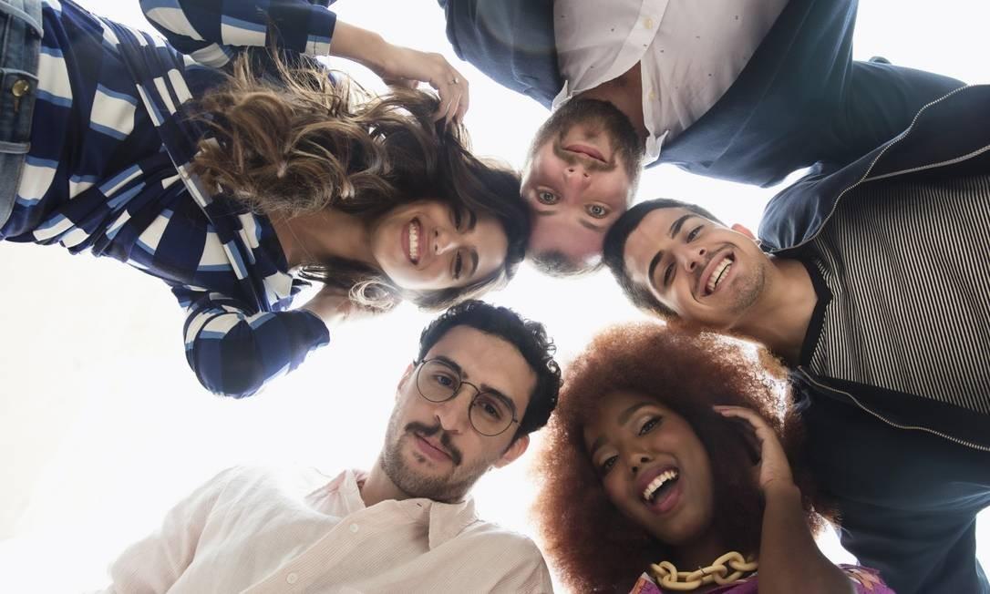 Da esquerda superior, em sentido horário: Luiza Sobral, Daniel Peres Chor, Enzo Celulari, Lellêzinha e Zeca Veloso Foto: Daryan Dornelles