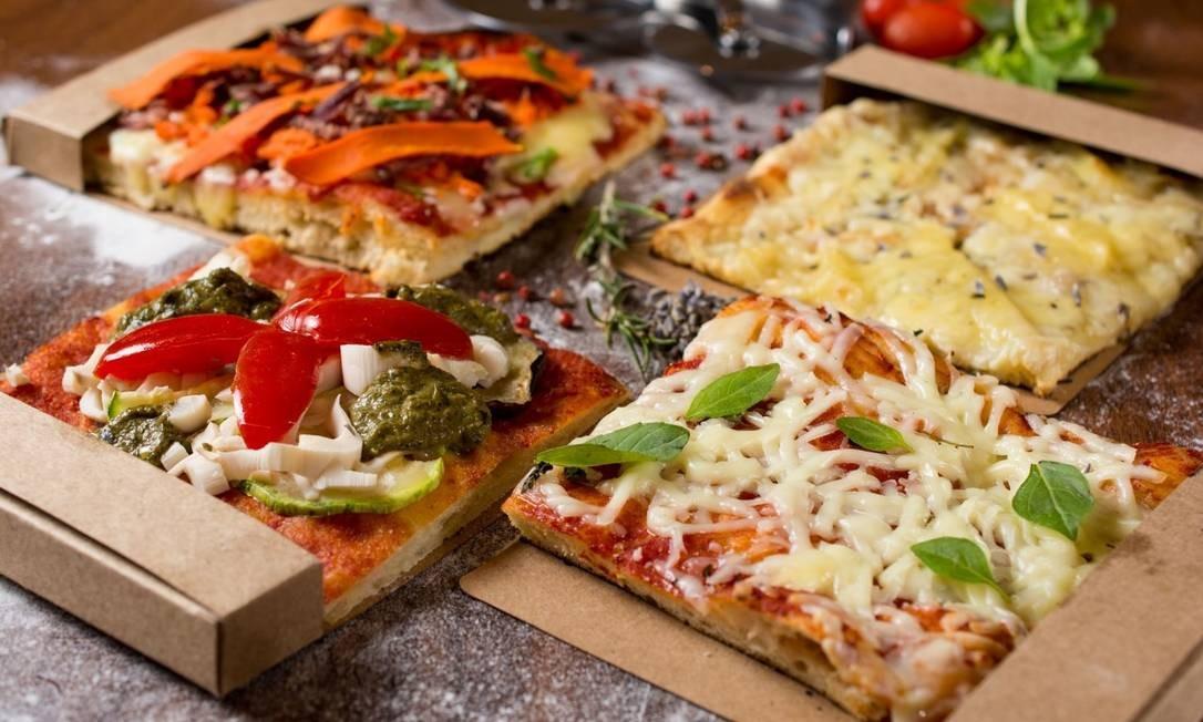 No Vero Gelato Pizza e Café, as pizzas al taglio vêm sem bordas, de massa aerada e crocante e cortada em retângulos (R$ 13 a R$ 16), dispensando talheres, envolvidas em papelão. Rua Visconde de Pirajá 229, Ipanema. Tel.: 3497-8754. Foto: Divulgação/Felipe Borges