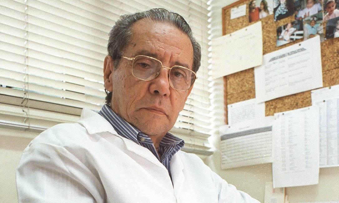 Elisaldo Carlini é conhecido como um dos maiores especialistas em estudos sobre drogas Foto: Mabel Feres / Agência O GLOBO (28/11/1997)