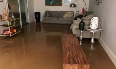 Casa de Fernanda ficou inundada Foto: Foto de leitor / Fernanda Guaraná