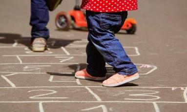 Crianças aprendem como administrar emoções, estabelecer metas e construir relações saudáveis Foto: Shutterstock.com/Nadya Eugene