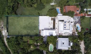 Vista aérea da casa que Adriana Sorrentino, ex-mulher de Edmundo, diz ter vendido para Romário Foto: Renee Rocha / Agência O Globo
