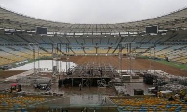 Maracanã teve a grama retirada para servir de palco a uma série de festas e shows Foto: Márcio Alves