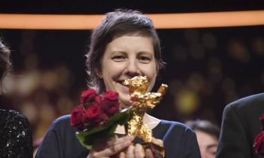 """A diretora de Adina Pintilie recebeu o Urso de Ouro pelo filme """"Touch me not"""" Foto: Ralf Hirschberger / AP"""