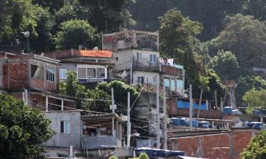 Morro da Babilônia, no Leme, foi cenário de conflitos na tarde deste sábado. Foto: Paulo Nicolella / Agência O Globo