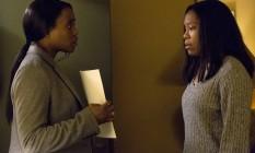 Série 'Seven seconds': Clare-Hope Ashitey vive K.J. Harper, representante da Justiça que dá algum alento a Latrice (Regina King), mãe de jovem atropelado Foto: Cara Howe / Netflix / Cara Howe / Netflix