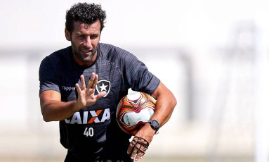Alberto Valentim não pode contar com Jefferson, Matheus Fernandes e Renatinho, que seguem no departamento médico Foto: Vitor Silva/SSPress/Botafogo