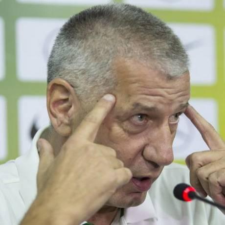 Tranquilo. Seleção de Petrovic jogará contra Chile, rival considerado fraco Foto: Ana Branco / Agência O Globo