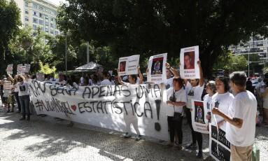 Moradores da Zona Sul fazem protesto por mais segurança no Largo do Machado Foto: Fábio Guimarães / Agência O Globo