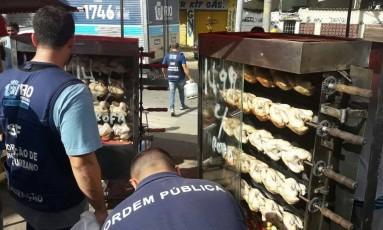 Entre as apreenções, 120 quilos de alimentos perecíveis e 150 quilos de alimentos frios Foto: Seop / Divulgação