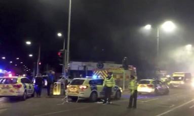 Seis viaturas dos bombeiros foram deslocadas para local de explosão em Leicester Foto: Reprodução / AP
