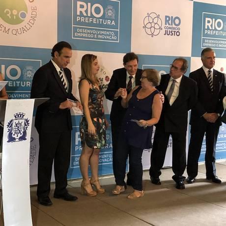 Cerimônia no Palácio da Cidade com o prefeito Marcelo Crivella e a secretária Clarissa Garotinho Foto: Maurício Ferro / Agência O Globo