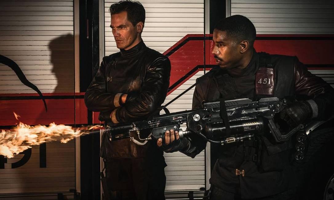 Shannon e Jordan em cena na nova versão de 'Fahrenheit 451' Foto: Divulgação