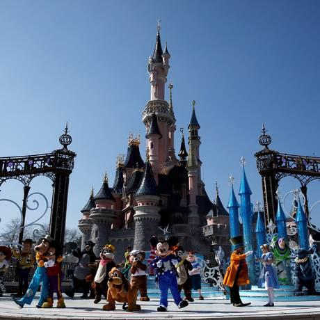 Os personagens no castelo da Disneyland Paris: expansão começa em 2021 Foto: Benoit Tessier / Reuters