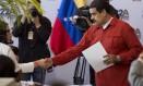 O presidente da Venezuela Nicolás Maduro inscreve sua candidatura Foto: Ariana Cubillos / AP