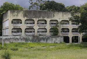 Ciep Abandonado no Fonseca , Niteroi-RJ Foto: Fábio Guimarães / Agência O Globo