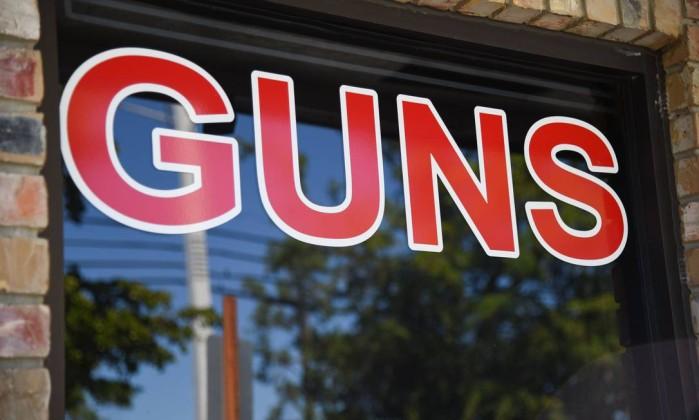 EUA. Walmart deixa de vender armas a menores de 21 anos