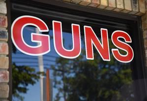 d09868532 Walmart eleva idade mínima para compra de armas em lojas nos EUA ...