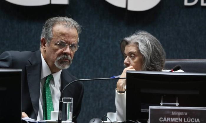 Cármen Lúcia defende 'direito de andar na rua sossegadamente'