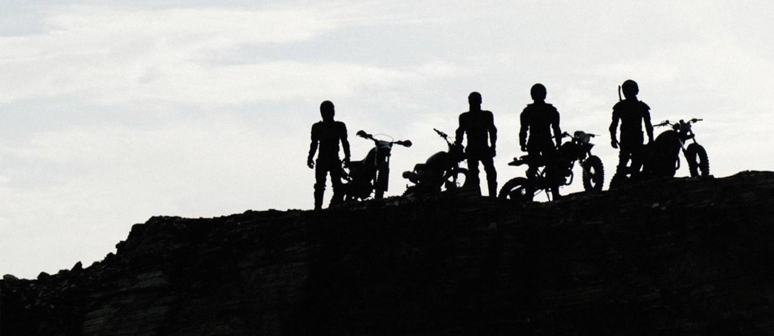 Motociclistas do mal perseguem outro grupo que faz motocross em 'Motorrad' Foto: Divulgação