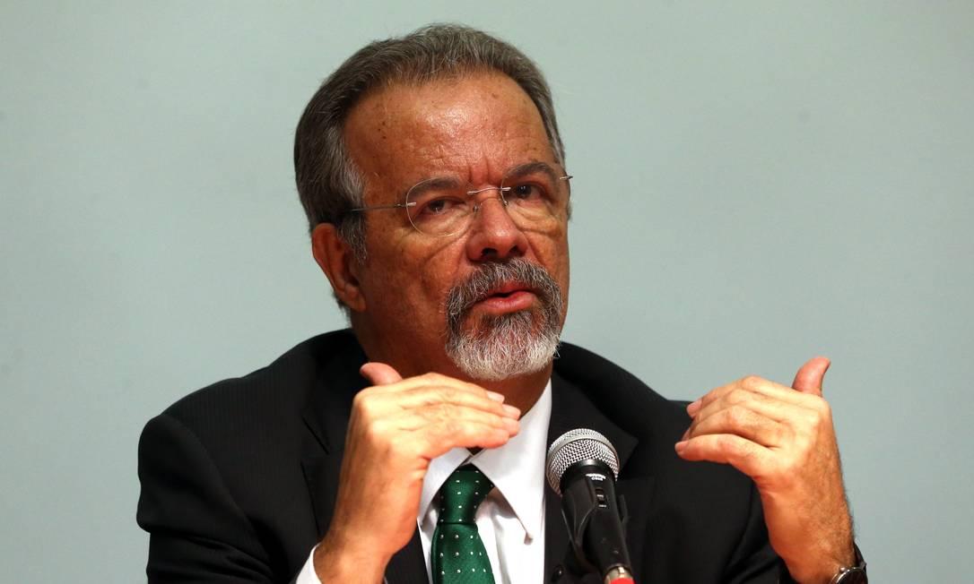 O ministro da Segurança Pública, Raul Jungmann, durante entrevista Foto: Givaldo Barbosa / Agência O Globo