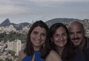 RIO 453 - Movimento Juntos pelo Rio. Natalie Witte (esquerda), Lindalia Reis e Leo Toco. Imagem de 22/02/2018 Foto: Julio Cesar Guimaraes / Agência O Globo