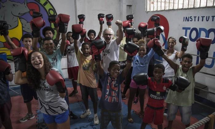 Instituto Todos na Luta. Na comunidade do Vidigal, ex-lutador de boxe Raff Giglio coordena a escola para jovens. Imagem de 27/02/2018 Foto: Julio Cesar Guimaraes / Agência O Globo