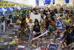 Supermercado cheio durante promoção. Foto: Pablo Jacob / 20-10-2017