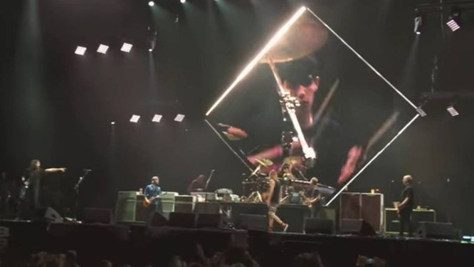 Fã toca bateria em show do Foo Fighters em SP Foto: Reprodução/YouTube