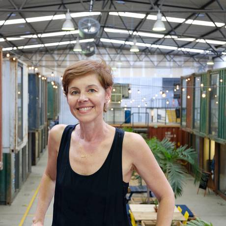 Galpão de 1.800 metros quadrados em São Cristóvão, o maior polo de moda do Rio de Janeiro, reúne criadores, pequenos empreendedores e consumidores de moda. Iniciativa ganhou apoio de grandes empresas, como a C&A Foto: Divulgação / Clara Mazin