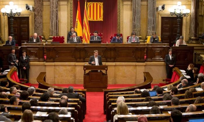 Puigdemont renuncia à presidência da Generalitat — Catalunha