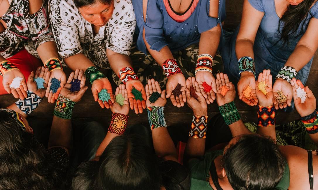 Índias se uniram em torno da produção de acessórios Foto: Divulgação / Lara Dias