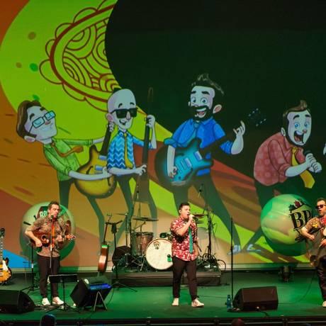 O espetáculo incentiva a curiosidade pelo universo musical dos Beatles, além de promover o interesse pela língua inglesa Foto: Andrea Machado / Divulgação