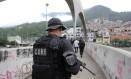 Operação da PM na Rocinha, Zona Sul do Rio Foto: Guilherme Pinto / Agência O Globo