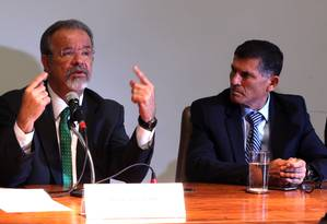 O general Santos Cruz, chefe da Secretaria Nacional de Segurança Pública (Senasp), durante entrevista Foto: Givaldo Barbosa/Agência O Globo/28-02-2018