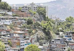 Perigo. Morro do Arroz: presidente da associação de moradores estima que 200 famílias vivam em áreas de risco Foto: Fabio Guimarães / Agência O Globo