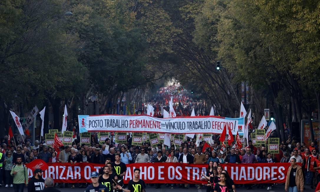 Manifestantes convocados por sindicatos protestam em Lisboa em novembro por reposição salarial e valorização dos trabalhadores: várias categorias já anunciaram greves neste mês de março para pressionar o governo Foto: Rafael Marchante / Reuters/18-11-2017